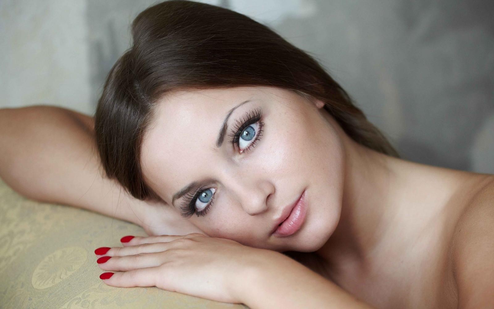 секс красивая брюнетка красивыми глазами могильники пьяноборья