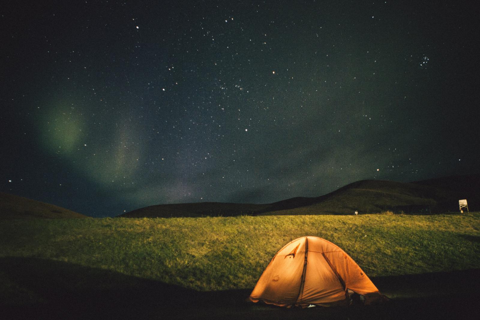 tente ciel étoilé nuit