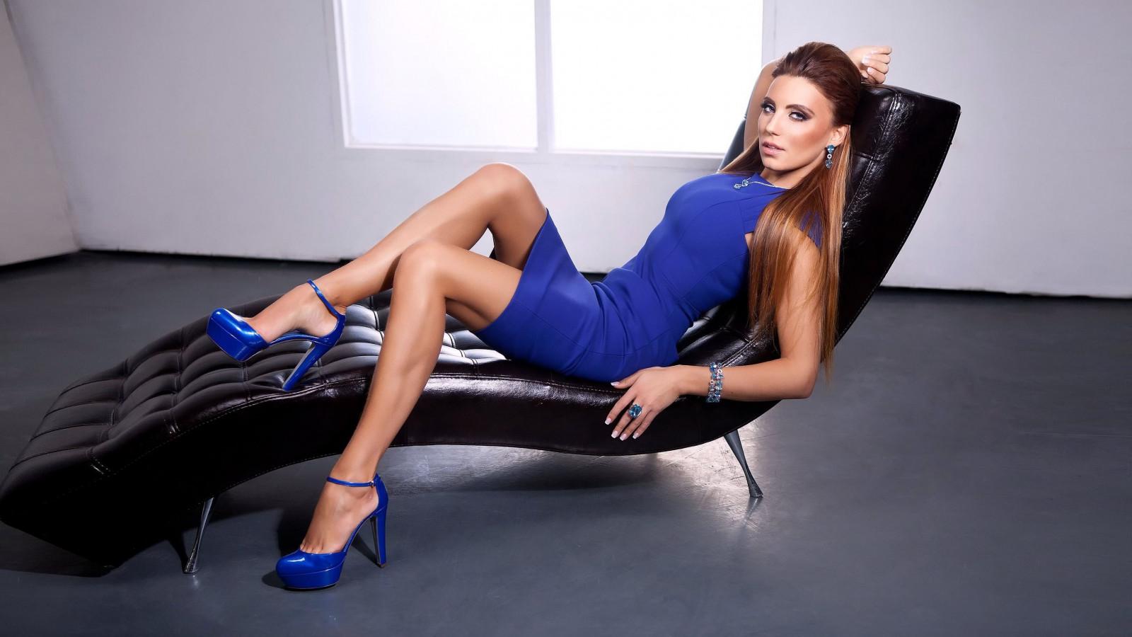 solei-model-in-high-heels-mature