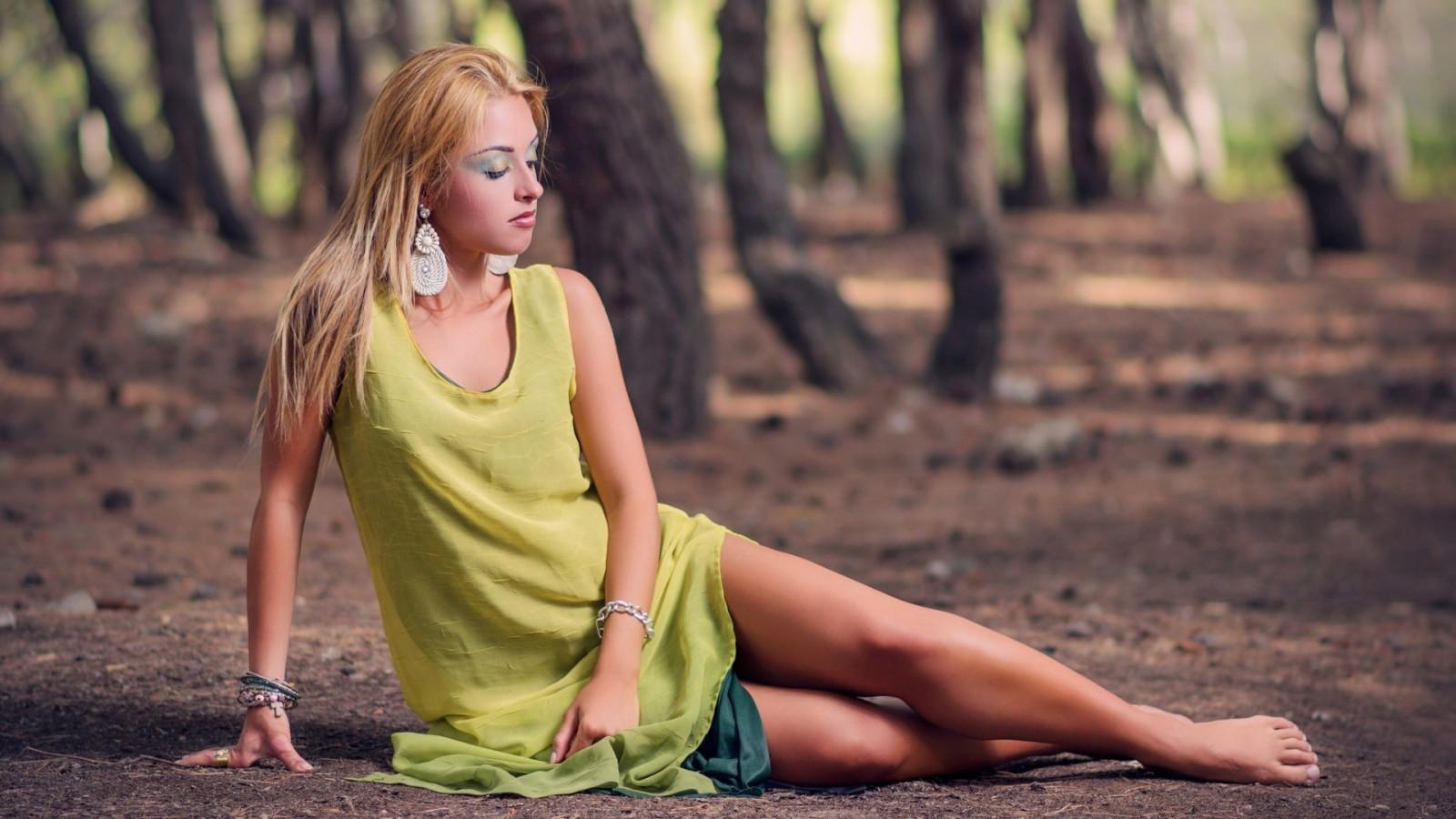 https://c.wallhere.com/photos/fa/4c/women_outdoors_women_model_barefoot-8389.jpg!d
