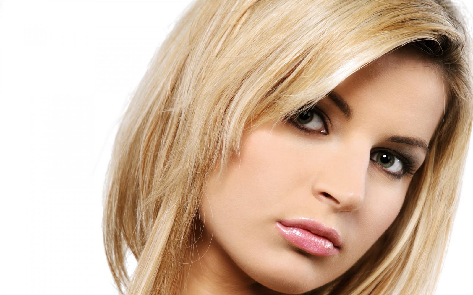 Какой цвет волос подойдет к зелено-карим глазам и светлой коже фото