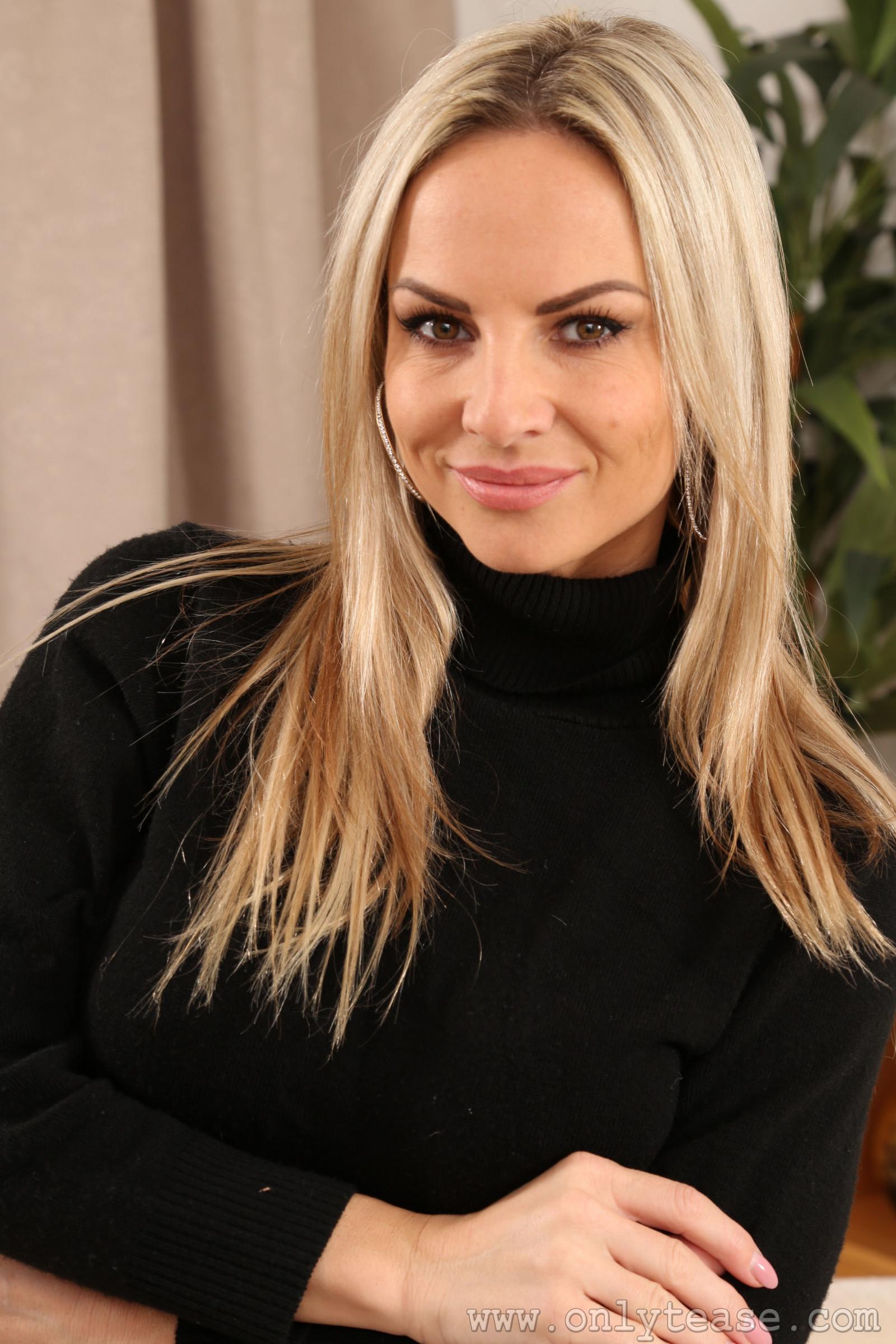 Fondos de pantalla : Vendula Bednarova, rubia 3744x5616