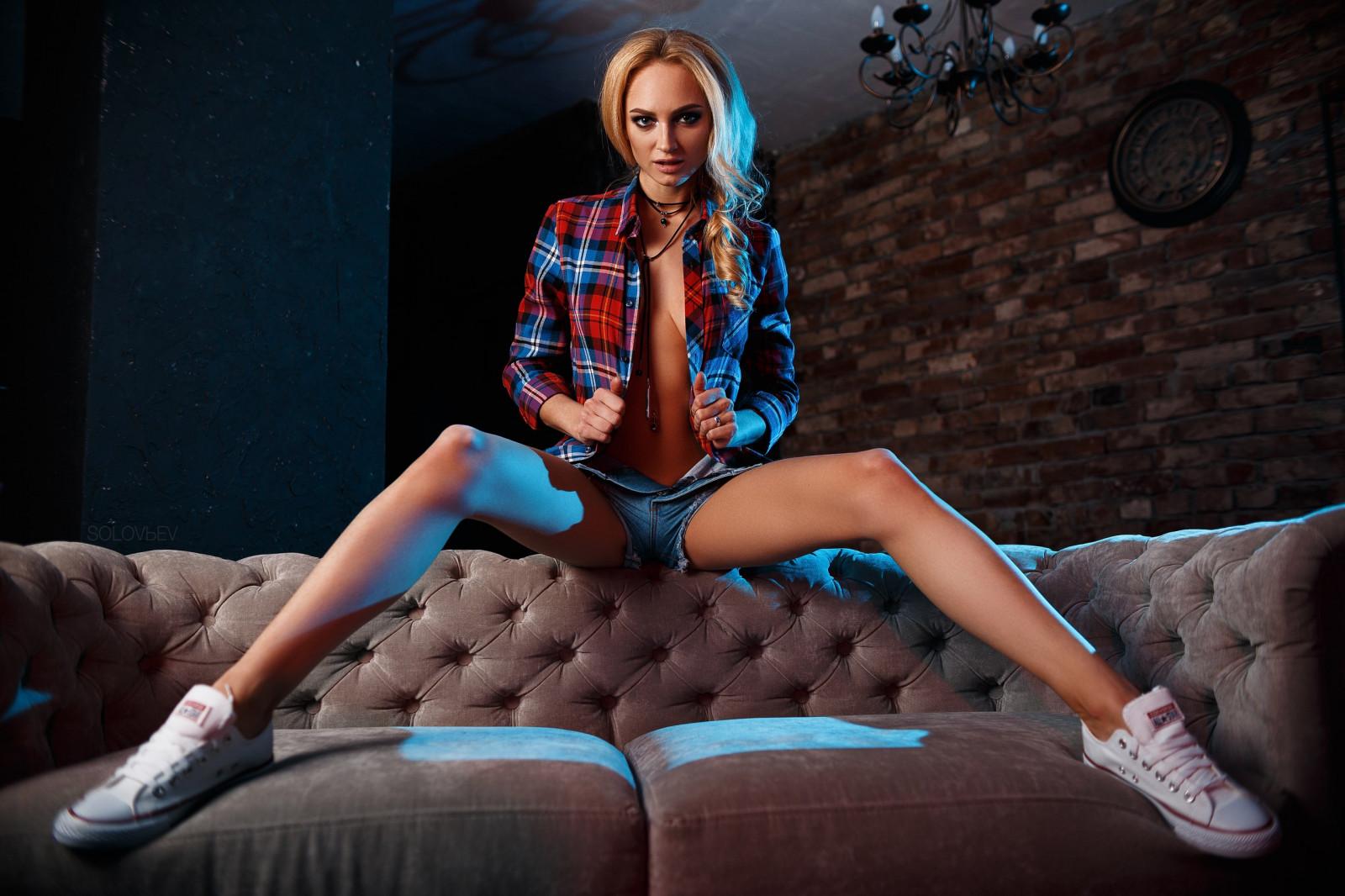 начали долбить женщина голая сидит раздвинув ноги заключении, помните, ученные