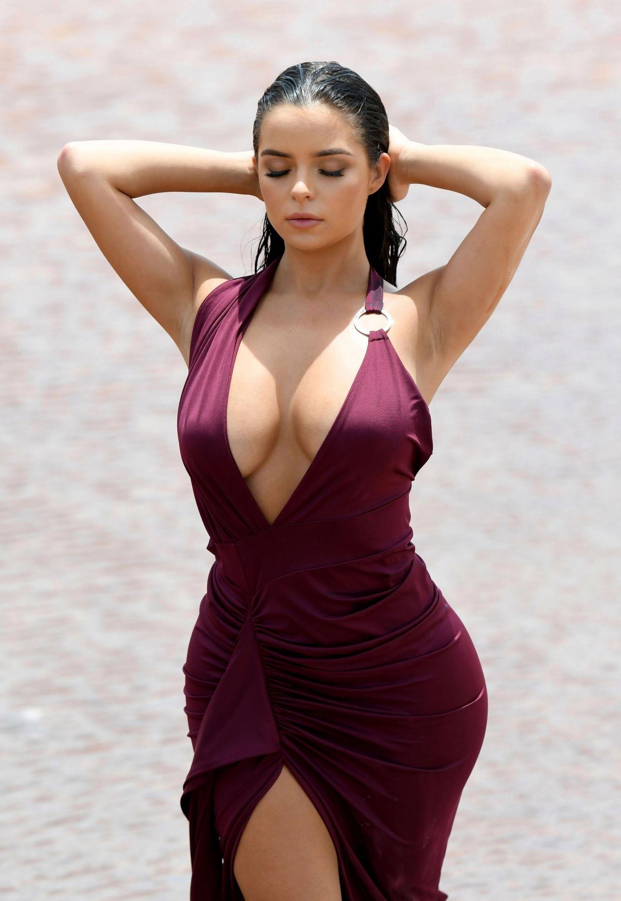https://c.wallhere.com/photos/ff/2a/women_model_brunette_long_hair_Demi_Rose_Mawby_curvy_women_outdoors_cleavage-1188895.jpg!d