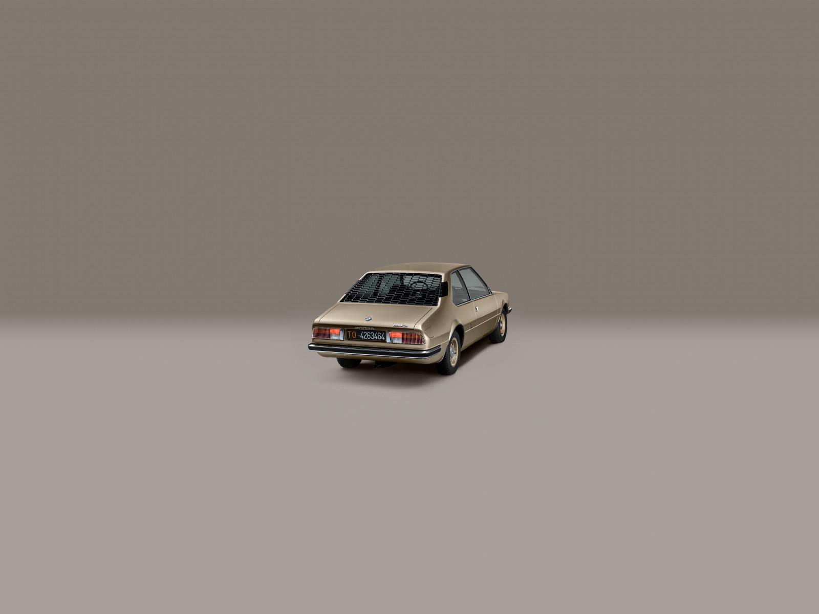 Wallpaper : BMW, old car, minimalism, gray background ...